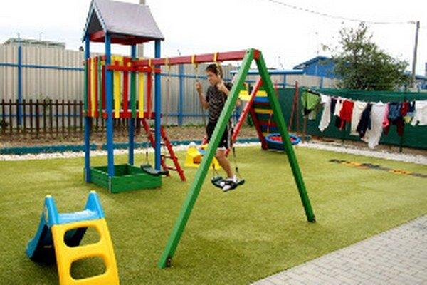 Detské ihrisko vybudovali v Zariadení núdzového bývania v Prievidzi.
