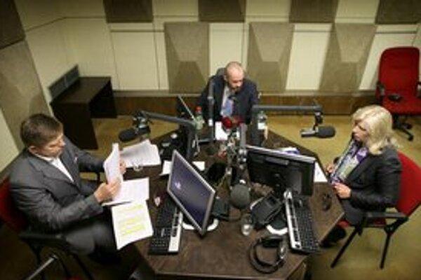 Robert Fico a Iveta Radičová počas spoločnej debaty v štúdiu Slovenského rozhlasu.
