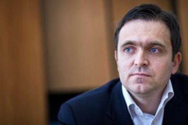Ľudovít Ódor (35) bol v rokoch 2003 až 2005 hlavný ekonóm ministerstva financií a šéf Inštitútu finančnej politiky. Od roku 2006 do septembra 2010 bol členom Bankovej rady NBS. Vyštudoval matematiku a manažment na UK v Bratislave.