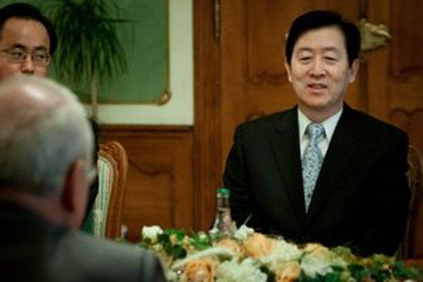 Prezident so zástupcami Samsungu.