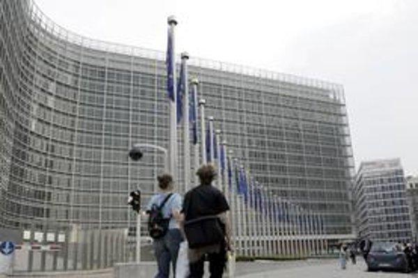 Európska komisia preverí, či nejde pri stratených odvodoch o podvod.