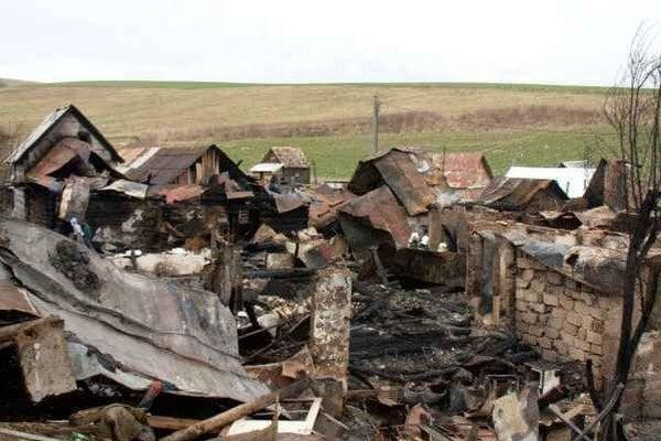 Malcov. V osade zhoreli domy.
