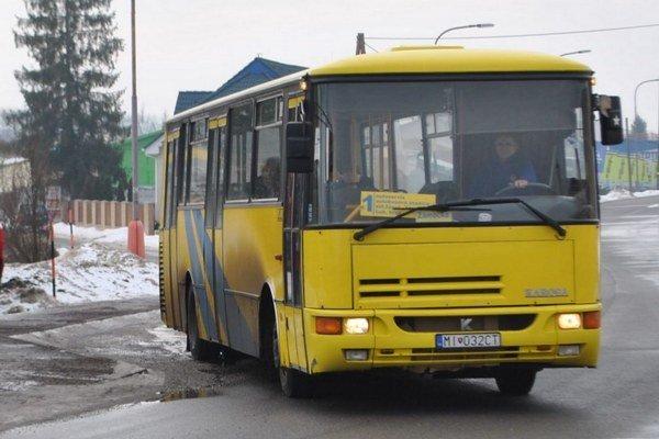 Dopravca. Okrem Starej Ľubovne zabezpečuje linky aj v Michalovciach a Humennom.