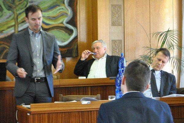 Poslanci Šipoš, Gurega i Žiak sa vyjadrovali k stratám Slobytermu.