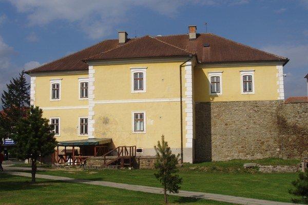 Podolínsky hrad. Na mestský úrad ho prestavali začiatkom 20. storočia.