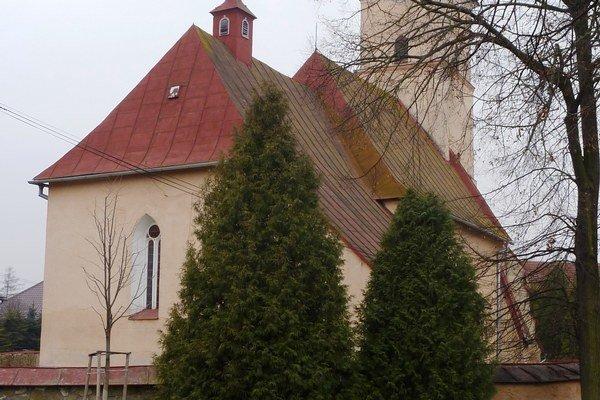 Stredoveký kostol. Celkový pohľad zo severovýchodu.