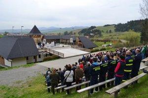 Zrekonštruovaný amfiteáter Dubne. Konali sa vňom posledné oslavy výročia. Po svätej omši ho aj posvätili.