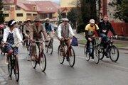 Cyklo-retro štýl. Pomalé tempo a propagačná jazda ulicami Starej Ľubovne.