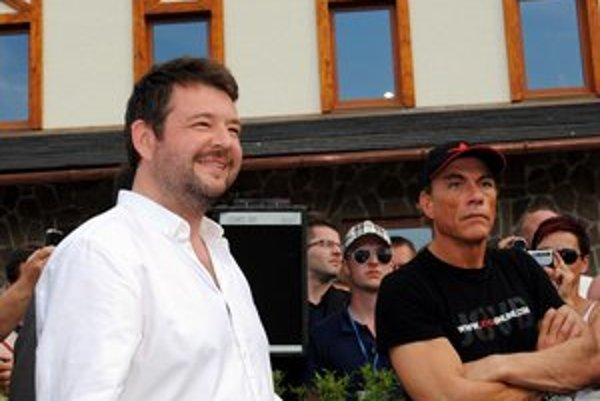 Hviezdy v Hniezdnom. Hollywoodsky herec Jean-Claude van Damme v spoločnosti Michala Hudáka.