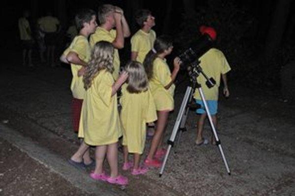Mladí vedci. Pozorovali aj chorvátske hviezdy s animátorom Dávidom.