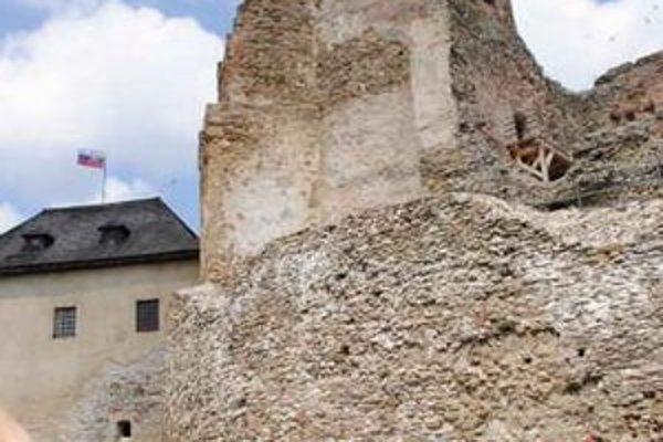 Múzeum. Jeho dominantnou je hlavne hrad.