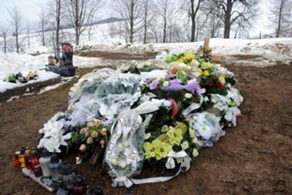 Milanov čerstvý hrob v obci Čirč.
