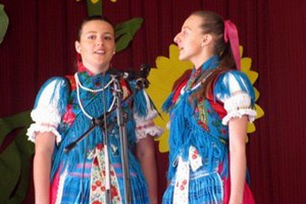 Údolčanky. Zlatým pásmom porota ocenila aj Klaudiu Sokolovú a Stanislavu Petrišinovú.