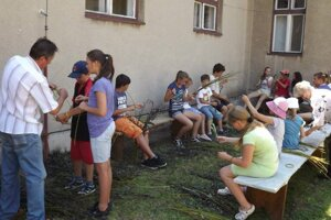 Učia mladých. V obci chcú remeslo uchovať aj vzdelávacími aktivitami.