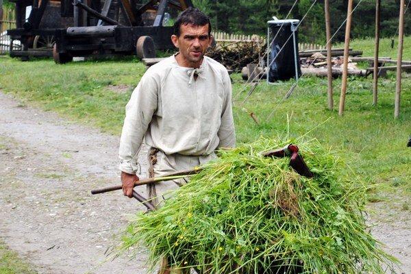 Hospodár Marián riešil okrem vlastnej práce aj patálie s kozou.