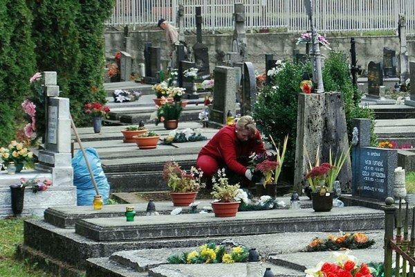Cintorín. Miest je na cintorínoch stále dostatok.