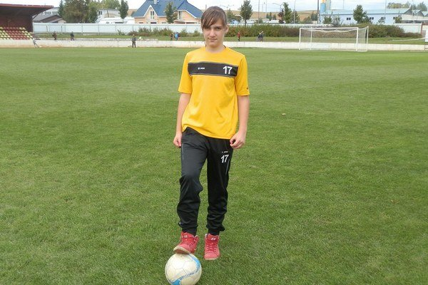 Futbalistka. Henrieta Vaľušová úspešne hrá s chlapcami.
