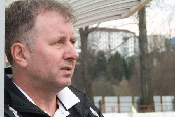 Tréner Peter Drobňák. Skúsený seniorsky kouč MFK Stará Ľubovňa.