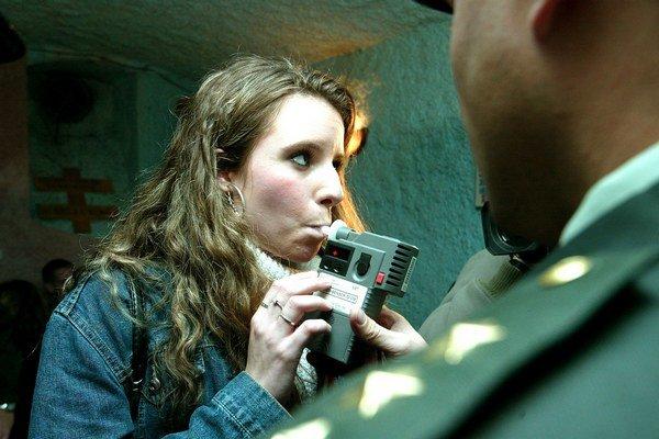 Policajti sa zamerali na mladistvých.