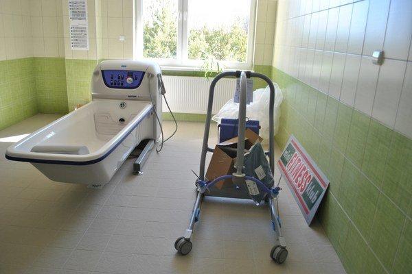 Kúpeľňa. Nová vaňa pomôže personálu aj seniorom