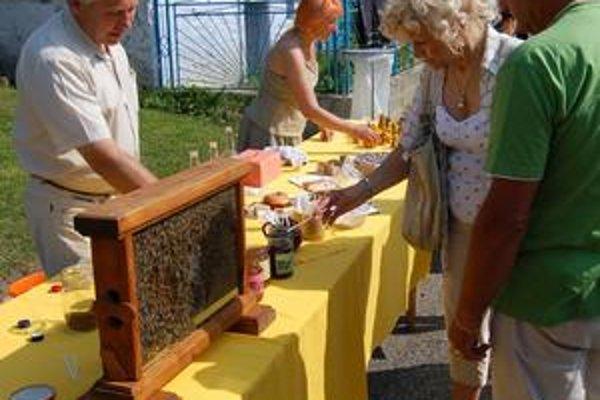 Deň medu. V skanzene uvidia ľudia to najlepšie z oblasti včelárstva a medu v okrese.