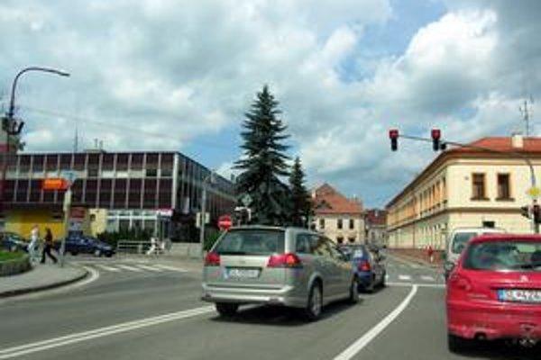 V minulých týždňoch spôsobovala nefunkčnosť semaforov miestami zápchy. Najmä v špičke museli byť vodiči trpezlivejší.