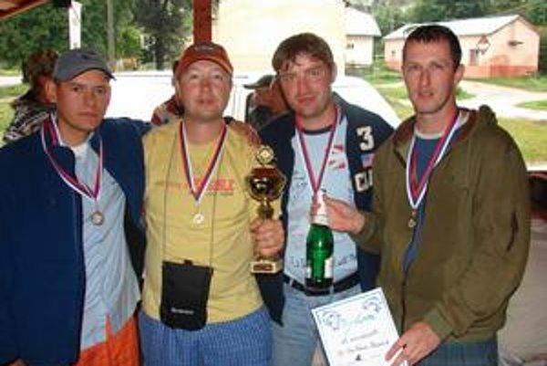 Mužstvo, ktoré to dotiahlo do 2. ligy. Zľava Ján Schurdák, Milan Hanečák, Peter Hanečák, Rastislav Galajda.