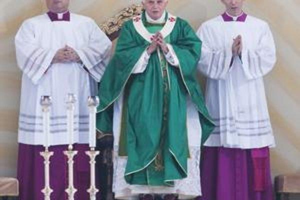 Pápež v Brne. Privítal ho tam stotisícový dav veriacich.