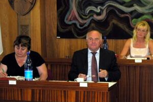 Valent Jaržembovský prerušil svoje členstvo v Smere.