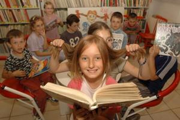 Deti sa z kníh tešia. Už vedia, že to nie je len zábava, ale sa aj mnohému naučia a zlepšujú si slovnú zásobu.