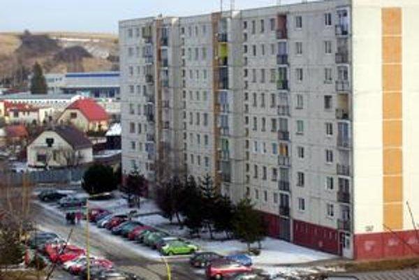 Východ. Rodinné domy by mohli pribudnúť aj na najmladšom sídlisku. Rozvoj však brzdia majetkovoprávne vysporiadania.
