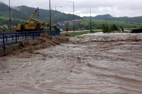 Povodne. Záchranné práce prebiehali niekoľko týždňov.