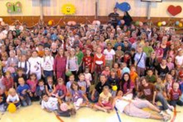 Hnutie eRko. Svojich aktívnych členov má aj v Starej Ľubovni. Snaží sa o výchovu a formovanie detí. Nedávno sa zišla aj takáto veľká skupina na fotografii.