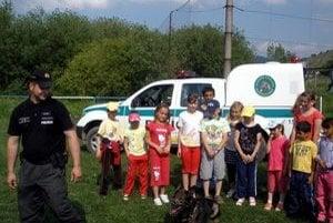 Detské nadšenie. Medzi najmenšími vládlo nielen z policajtov, ale najmä z vycvičeného psíka.