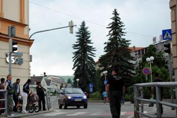 Porucha. Počas odstávky vznikali v centre mesta občasné zápchy. Dopravu miestami riadili  policajti.