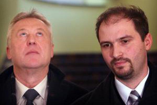 Pre mýto hrozí štrajk. Zástupcov dopravcov (na snímke zľava Rudolf Páleš, Jaroslav Polaček) včera prijala premiérka.