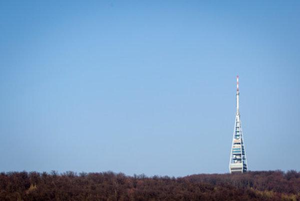 Nová  drevená vyhliadková veža pod Kamzíkom bude stáť vyše 30-tisíc eur.