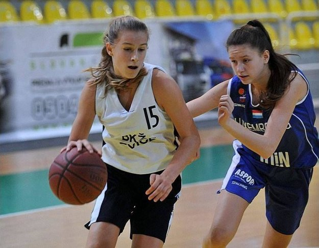 Sedemnásťročná Nikola Kováčiková hrala v minulej sezóne už aj za ženy Ružomberka.