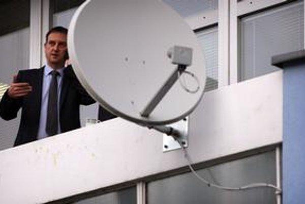 Minister kultúry Daniel Krajcer na svoju stranu dostal aj ministra financií Ivana Mikloša.