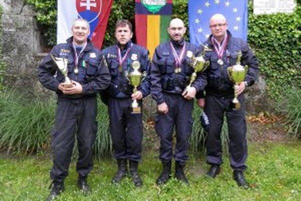 Streleckú súťaž v Komárne vyhrali Prievidžania.