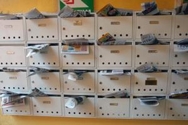 Zásielky do 50 gramov spadajú pod monopol Slovenskej pošty. To neplatí, ak ich zákazník posiela elektronicky.