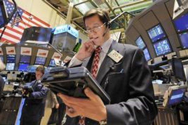 Výnosový poplatok by v januári dôchodkovým správcovským spoločnostiam asi zabezpečili aj akciové investície.