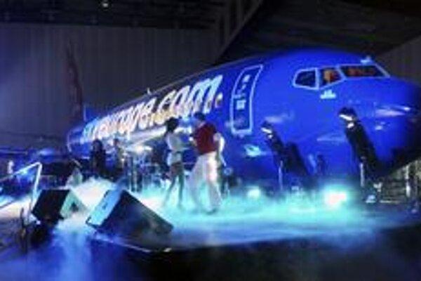 SkyEurope takto oslavoval odovzdanie nového lietadla v roku 2006. Či budú oslavovať veritelia, je otázne.