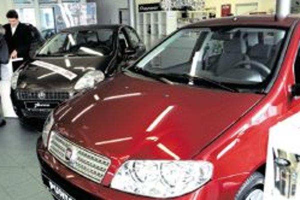 Prví zákazníci, ktorí chceli kúpiť auto so zľavou cez šrotovné, sa v predajniach áut objavili už minulý týždeň.