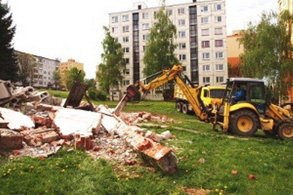 Obyvateľov Kopaníc v Prievidzi už chátrajúca stavba trápiť nebude.