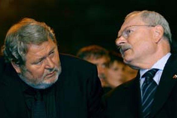 Prezident Klubu 500 Vladimír Soták včera hovoril o možnej podpore slovenských firiem v časoch finančnej krízy s prezidentom Ivanom Gašparovičom.