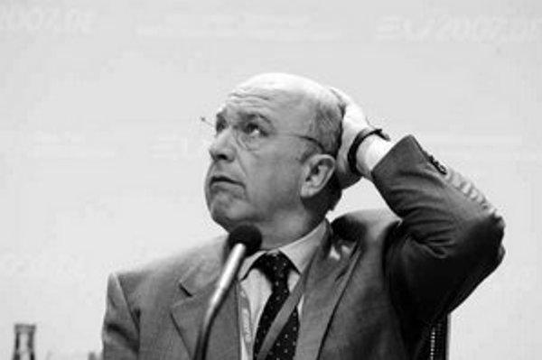 Eurokomisár pre finančné záležitosti Joaquín Almunia odporúča slovenskej vláde, aby sprísnila svoju rozpočtovú politiku a dávala pozor na vysokú infláciu.
