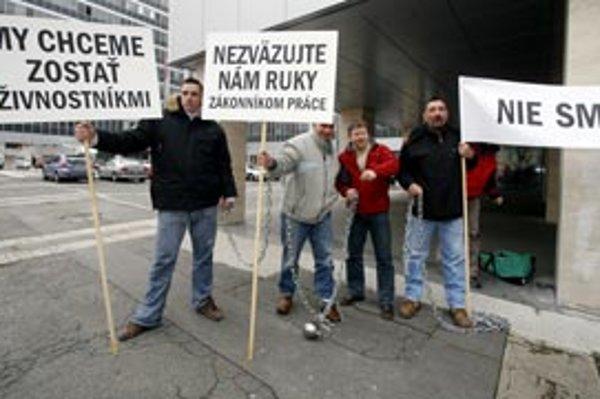 Na Slovensku pôsobí približne 400-tisíc živnostníkov. Mnohí z nich môžu ťažko niesť, že štát im zákonmi ukladá ďalšie povinnosti