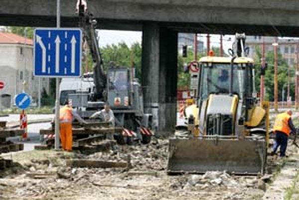 Slovenské stavebníctvo Ukrajincov potrebuje. No tí prídu, len ak slovenské firmy zaplatia viac ako ruské.