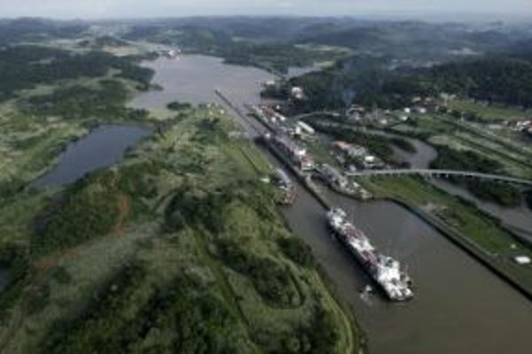 Panamským prieplavom prešlo za posledný rok takmer 15 tisíc lodí.